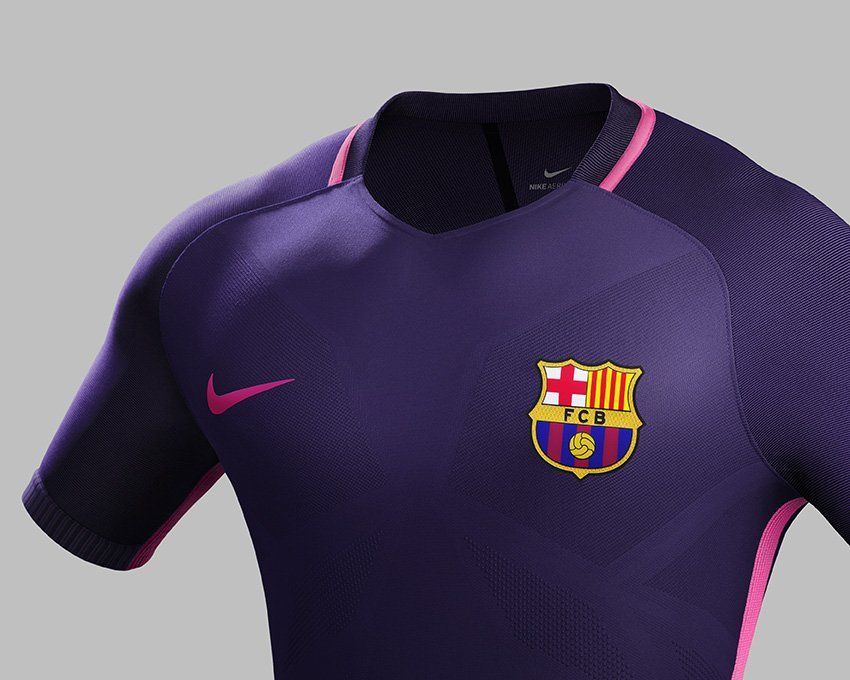 VIDEO-FOTOS) PÚRPURA TOTAL  La nueva camiseta alterna del Barça ... a57b8b6644633