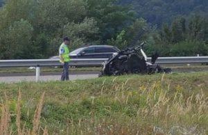 El auto en donde fallecieron los futbolistas del Maribor. @Vesnalovrec.