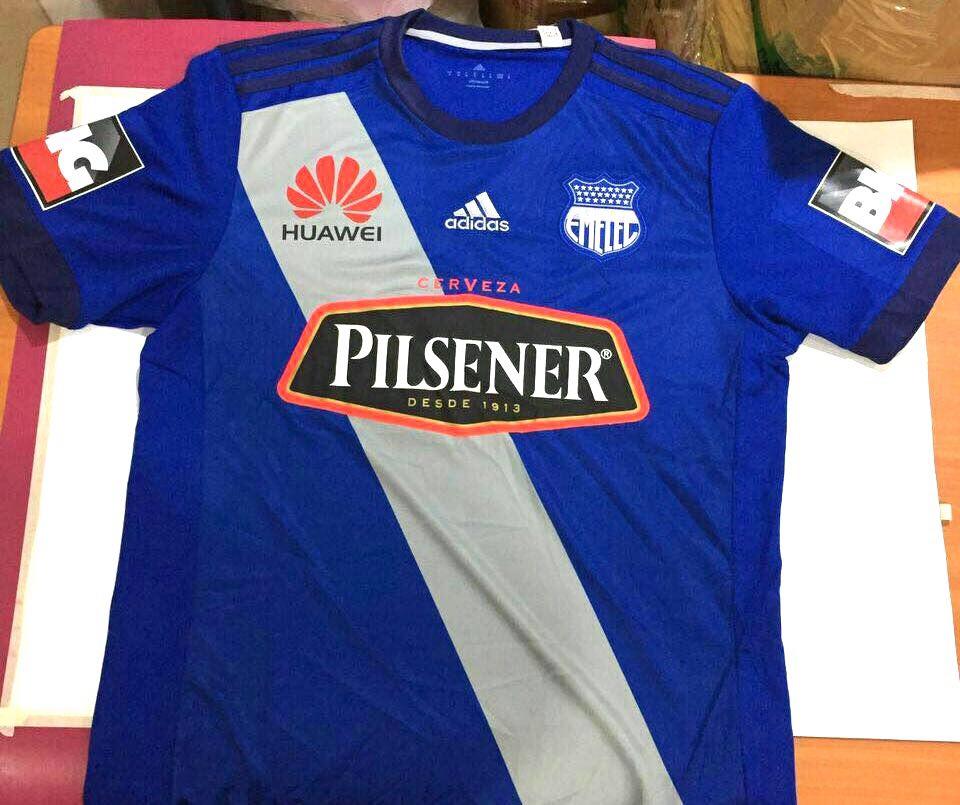 FOTOS) LA PIEL DEL  BOMBILLO   Emelec presentó su nueva camiseta ... 0e3293895fc