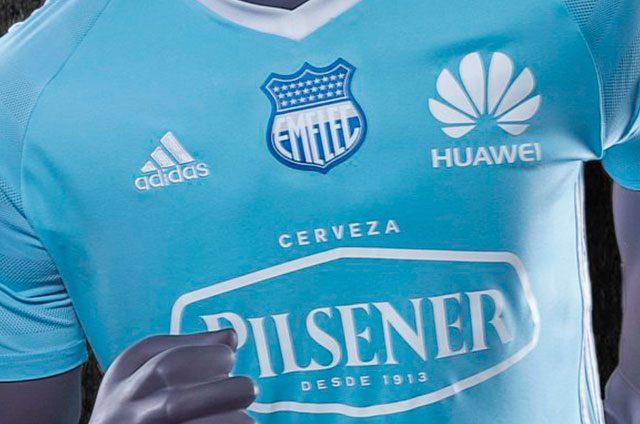 FOTOS) Emelec presentó su nuevo uniforme para Campeonato y Copa ... c2187bb1587