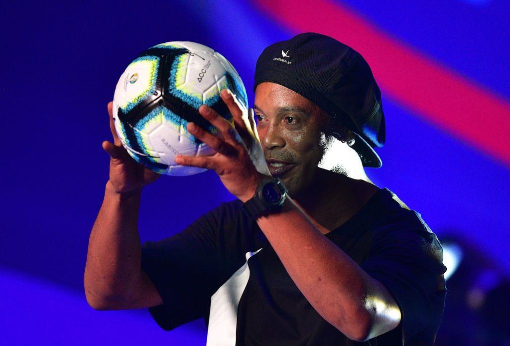 c67c0cd824067 VIDEO) Ronaldinho presentó el balón oficial de la Copa América ...