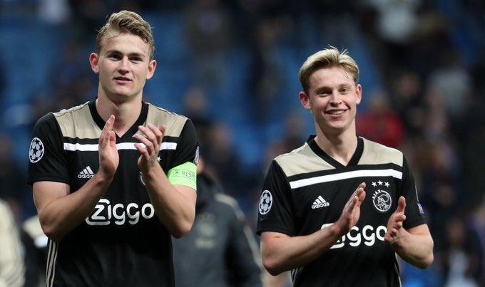 (Izquierda) De Ligt capitan del Ajax, (derecha) Frankie De Jong